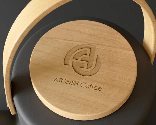 Atonsh kava i logo na termosici drvo dizajn